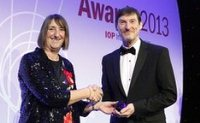 Mr Jones receiving his award from Institute of Physics president Dr Frances Saunders