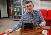 Professor Iwan Morus with an induction coil which were in use from the 1830s. Between around 1890 and 1920 they were used to generate high voltage to create electromagnetic (radio) waves.