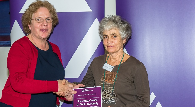 Sue Jones-Davies being presented with the Welsh in the Family Award from Professor Elizabeth Treasure, Vice-Chancellor of Aberystwyth University.
