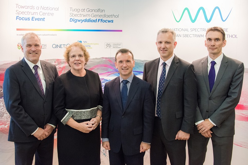 Left to Right: Professor Chris Thomas, Pro Vice-Chancellor Research at Aberystwyth University; Professor Elizabeth Treasure, Vice-Chancellor, Aberystwyth University; Secretary of State for Wales Alun Cairns MP; James Willis, Managing Director for Cyber, Information & Training, Qinetiq; and Dr Giles Bond, Research and Innovation, Qinetiq at the National Radio Spectrum Research Centre focus event held at Aberystwyth University on Tuesday 18 September 2018.