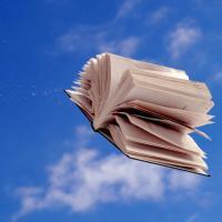Treialu gwasanaeth dychwelyd llyfrau yn Y Sguborfach, Fferm Penglais, yn ystod wythnos olaf y tymor